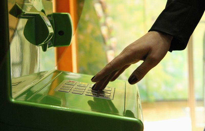 Что необходимо знать о снятии денег с карты Сбербанка